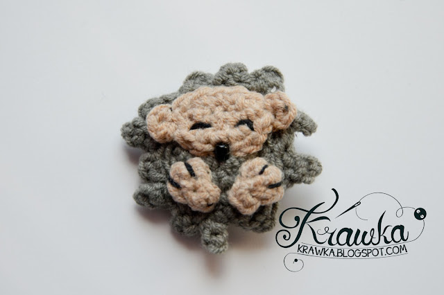 Krawka: Crochet button / pin / broosh: Hedgehog
