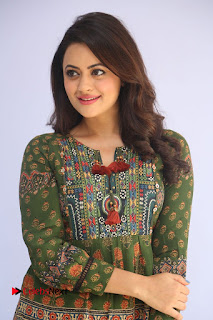 Actress Shruti Sodhi Pictures at Meelo Evaru Koteeswarudu Trailer Launch  0009.JPG