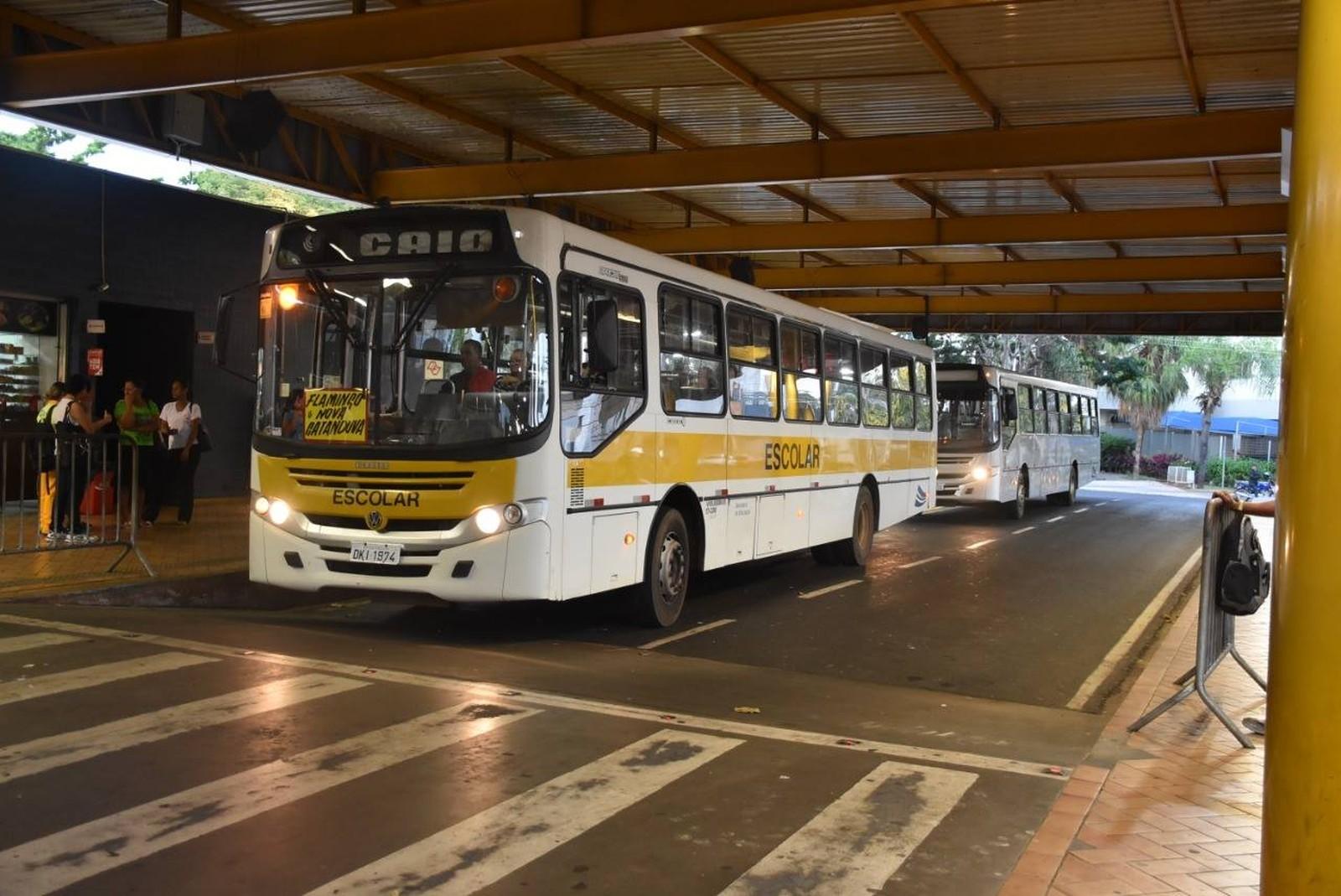 Prefeitura de Catanduva aluga ônibus para fazer o transporte coletivo