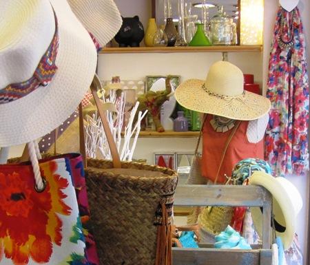 Sombreros paja ala ancha o corta. Fulares ligeros de verano