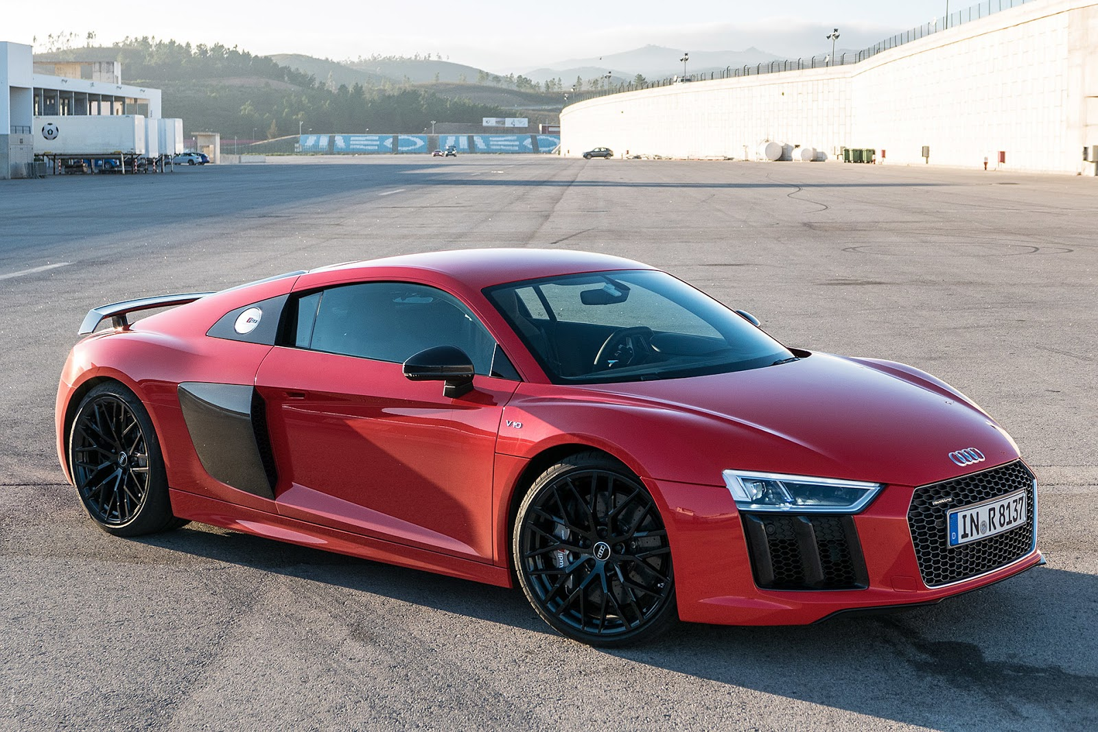 audi r8 2017 with v10 engine supercar techubpro blog of tech news new gadgets and automobiles. Black Bedroom Furniture Sets. Home Design Ideas
