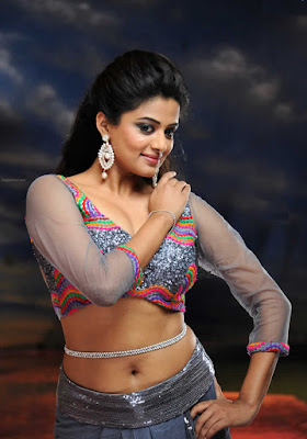 Malayalam hot actress Priyamani