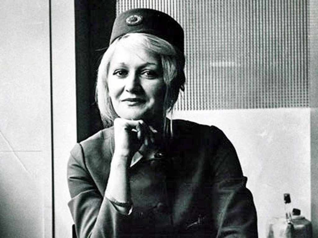 In 1972 this woman fell from 33,000 feet in a plane crash and survived. Here's how: