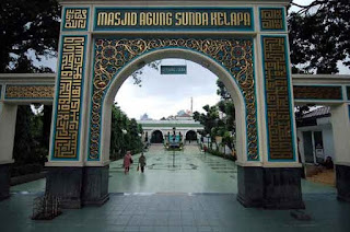 http://www.teluklove.com/2017/04/daya-tarik-objek-wisata-masjid-agung_24.html