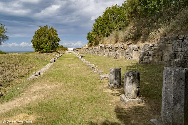Gran Pórtico - Apolonia de Iliria, Albania por El Guisante Verde Project