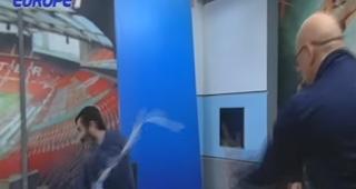 Aθλητικογράφος κάνει crash test με ρολό ταμειακής μετά το ΠΑΟΚ-Ολυμπιακός
