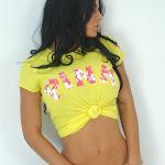 Andrea Rincon, Selena Spice Galeria 10 : Minifalda De Jean y Camiseta Amarilla Foto 22