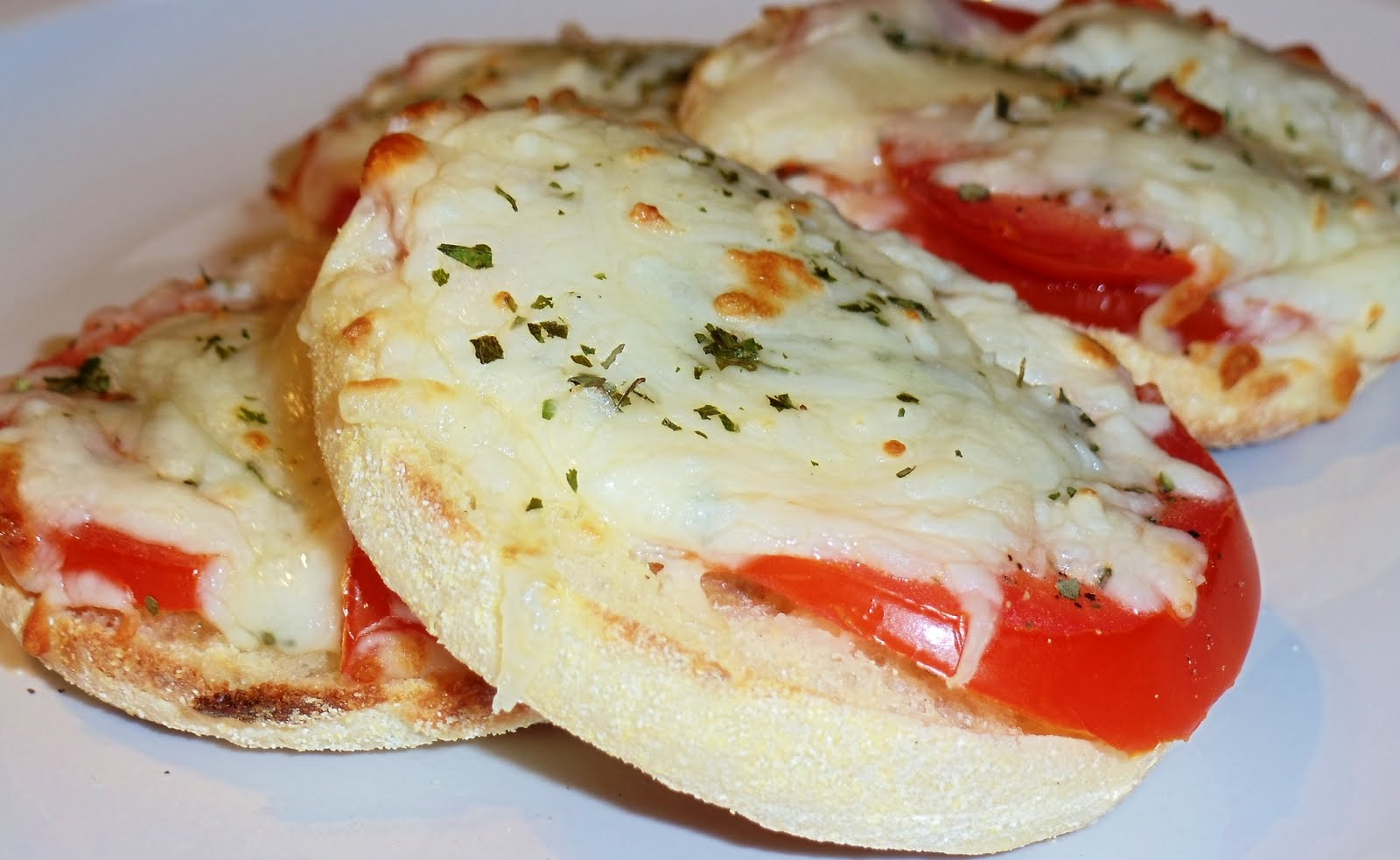 sandra 39 s alaska recipes sandra 39 s mini margarita pizzas under 10 minutes. Black Bedroom Furniture Sets. Home Design Ideas