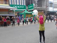 Joget Di Pinggir Jalan, Cara Promosi Smartphone Kreatif Terbaru
