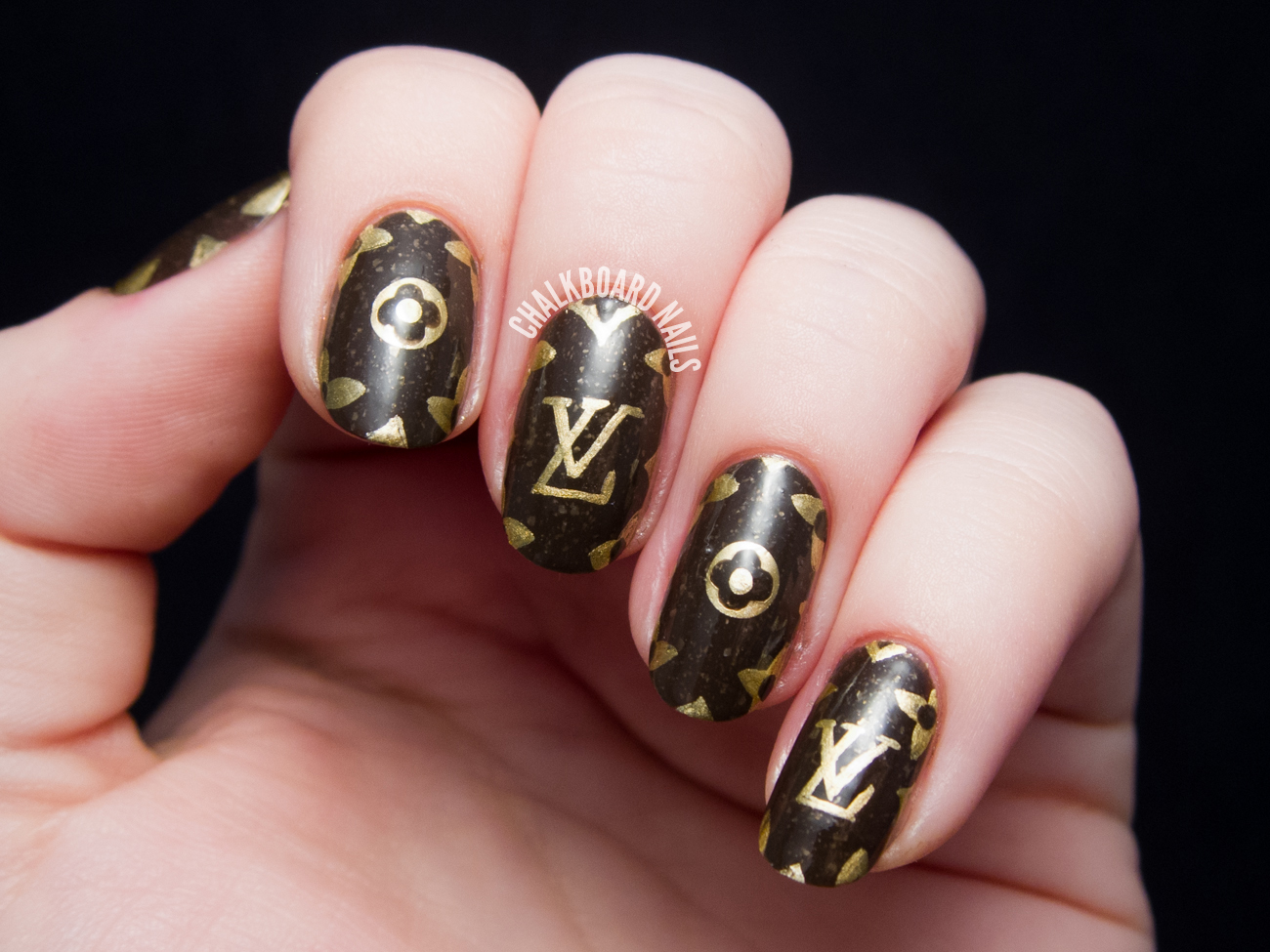 Louis Vuitton pattern nail art by @chalkboardnails