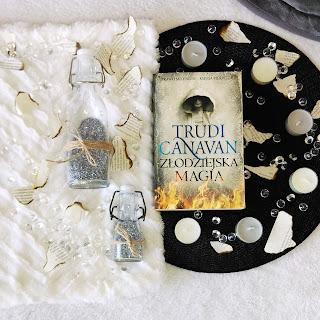 Złodziejska magia- Trudi Canavan