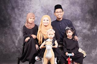 Syaridah Erna Family Portrait