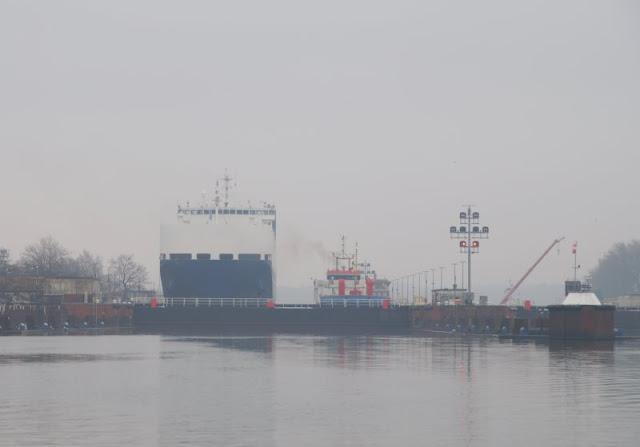 Einfach mal Fähre fahren: Mit dem Adler I von Kiel-Wik nach Holtenau und zurück. Auch die Schleuse von Holtenau kann man bei diesem Schiffs-Ausflug sehen.