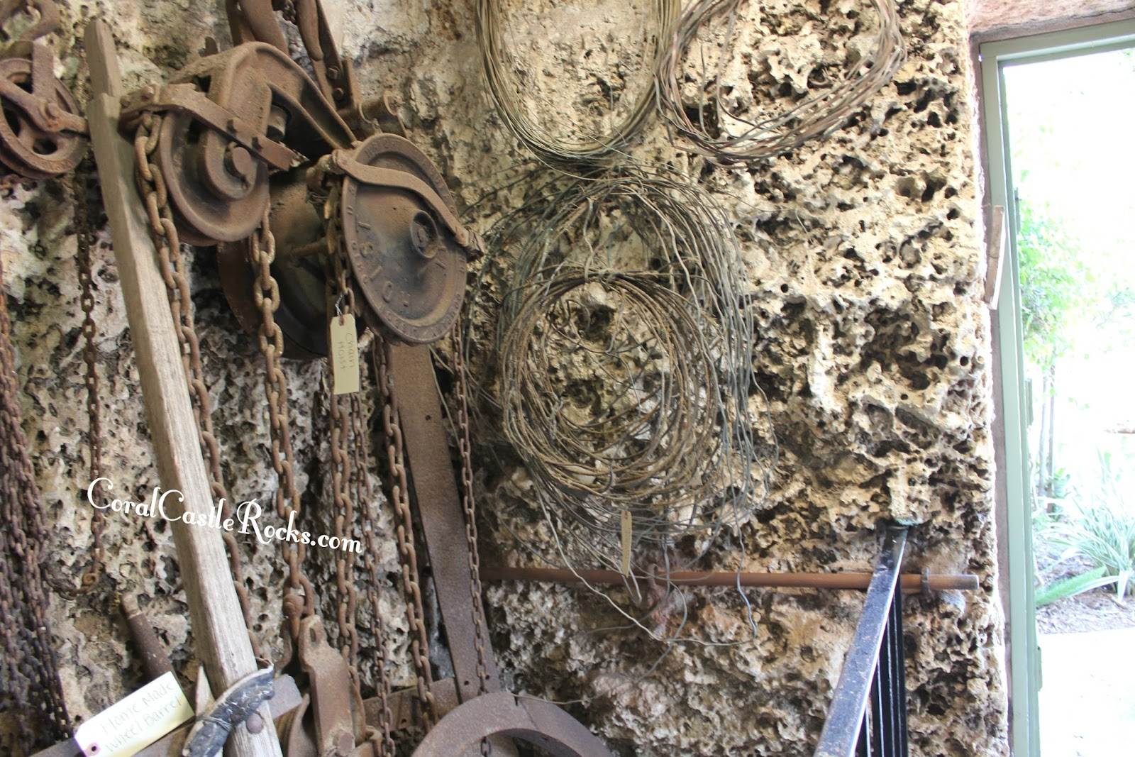 Wires used by Edward Leedskalnin at Coral Castle - Electricity or ...