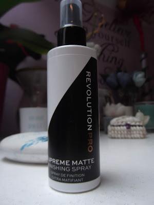 Revolution PRO Supreme zmatňujúci fixačný sprej na make-up