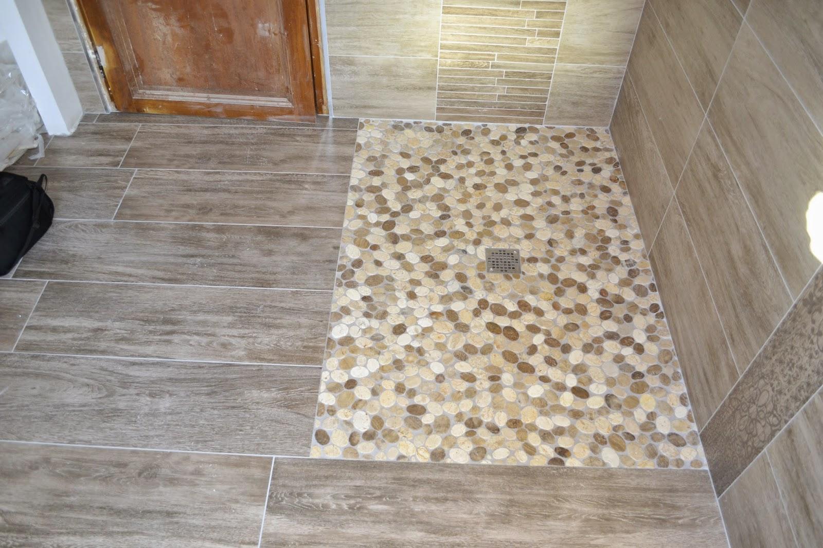 Salle de douche bain en imitation parquet 25x100 for Galet carrelage salle de bain