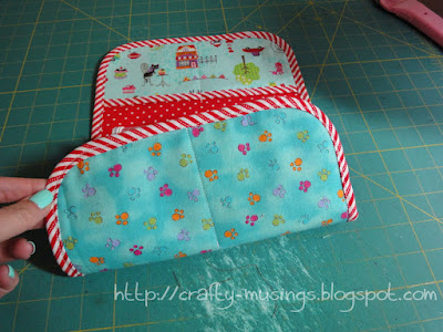 Sit & Stitch Pincushion, a peek at the back
