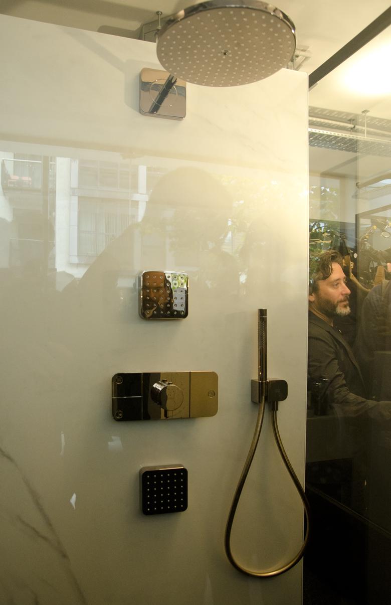 Historia prysznica i premiera baterii Axor Hansgrohe.