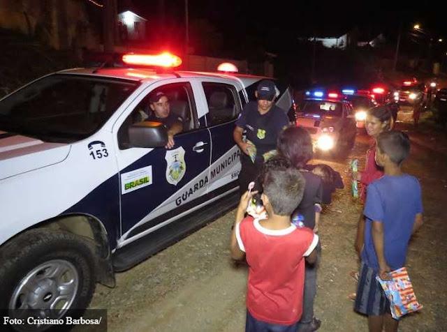 Guarda Municipal distribui presentes em regiões carentes de Ponta Grossa (PR)