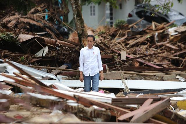 Jokowi: Pantai Mutiara Carita yang Luluh-lantak Diterjang Tsunami Sabtu Malam Lalu