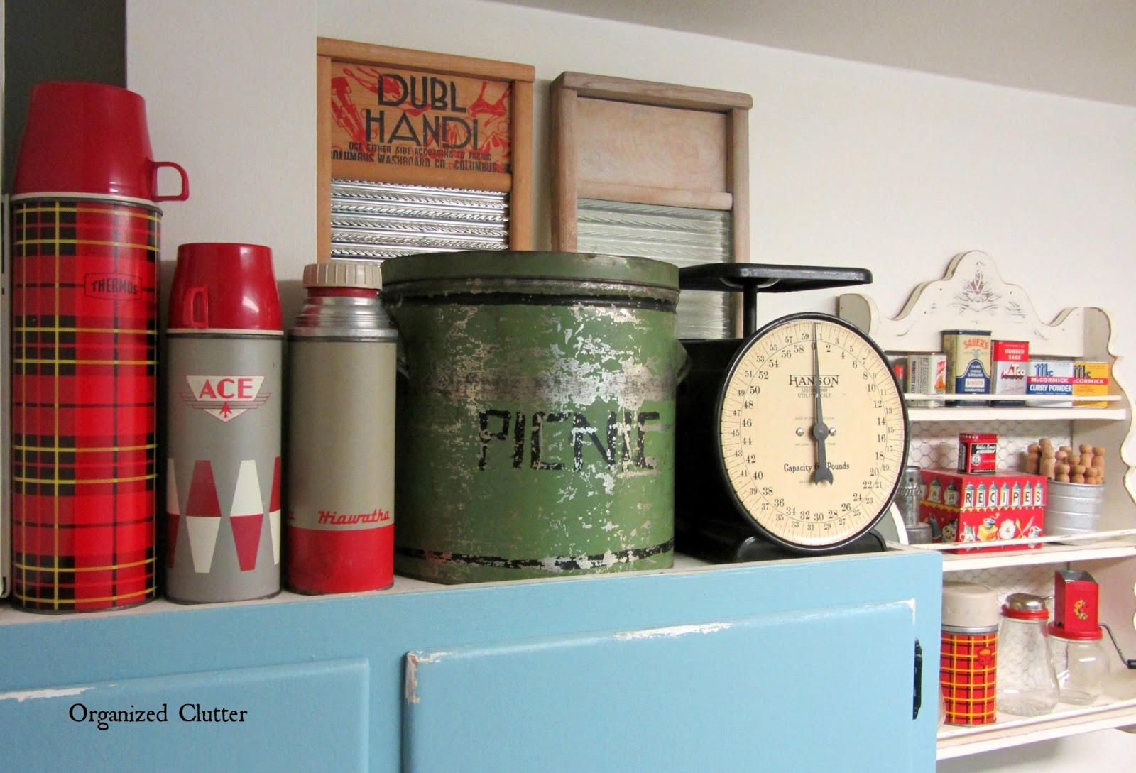 Vintage Decor in the Laundry Room www.organizedclutterqueen.blogspot.com