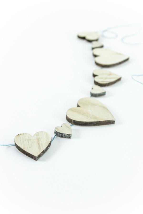 DIY Herzgirlande aus Holz - Deko für alle Jahreszeiten und für den Valentinstag