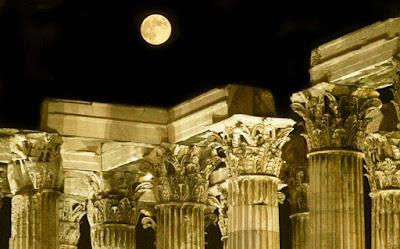 Nυχτερινή περιήγηση με την αυγουστιάτικη πανσέληνο στο Εθνικό Αρχαιολογικό Μουσείο
