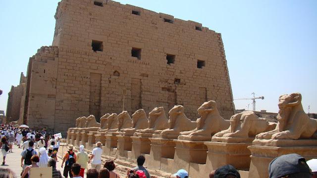 świątyna Amona, sfinksy