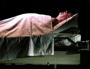 ماذا يرى الانسان قبل ان يموت ؟ Aa