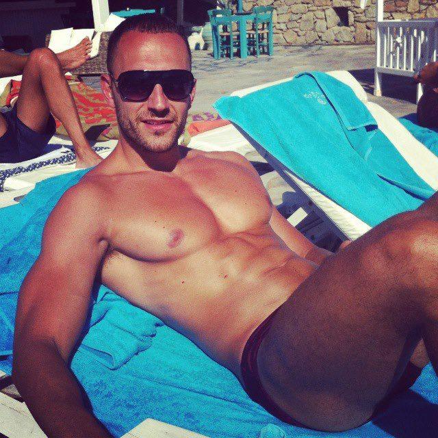 Maduros gay en la playa 1 - Hombres Maduros Blog