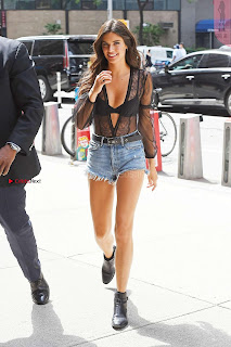 Sara-Sampaio-Out-in-Midtown---New-York-08+%7E+SexyCelebs.in+Exclusive.jpg