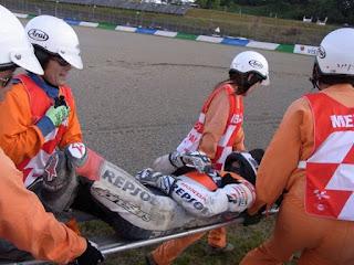 Pembalap Repsol Honda Pedrosa Terpental