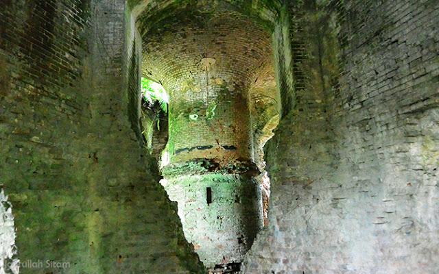 Lorong-lorong Benteng Klingker, bangunan terbuat dari susunan bata