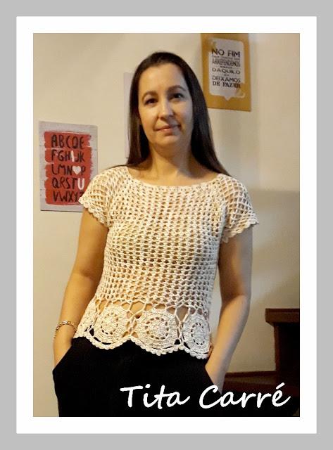 Blusa com motivos redondos em crochet