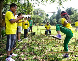 """GAME OUTBOUND KOMUNIKASI """"MOUSE TRAP"""", outbound, outbound bogor, outbound puncak bogor, game komunikasi mousetrap, rafting, family gathering, team building, paintball, outing"""