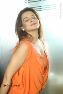 Actress Saloni Aswani Pos in Short Dress at Meelo Evaru Koteeswarudu Movie Interview  0263.JPG
