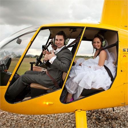 Helicóptero como alternativa al coche de novios - Foto: www.hitched.com.au