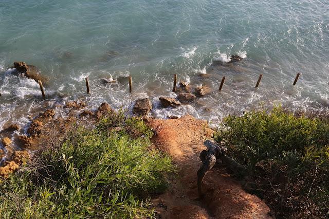 Acantilado que da a la playa de los Miradores