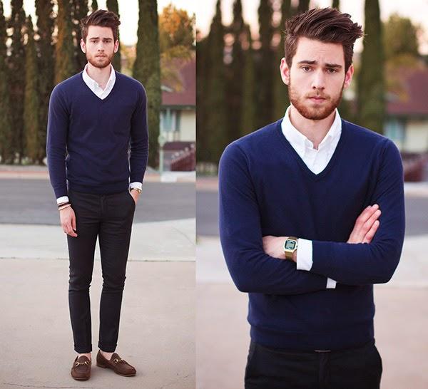 look masculino com suéter azul