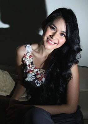 Foto Cantik Kartika Putri