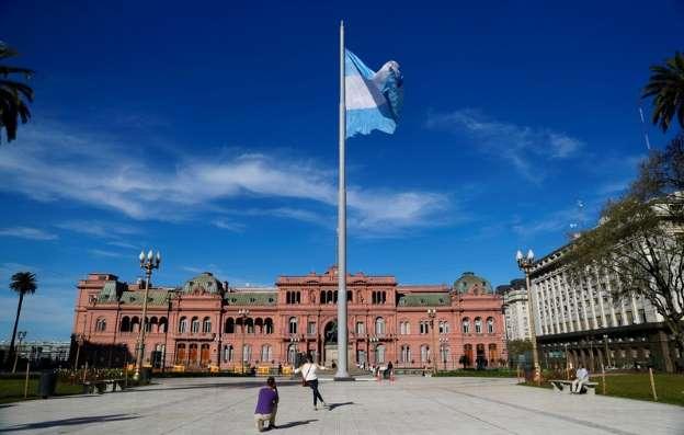 AAAHbTe.img - Argentina consegue US$7 bi em recursos adicionais do FMI e define banda cambial para o peso