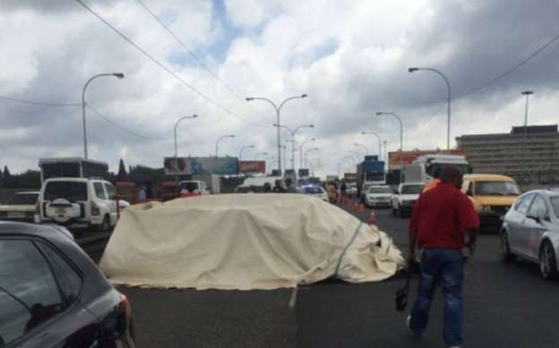 Trailer carrying dead bodies involved in crash in Braamfontein