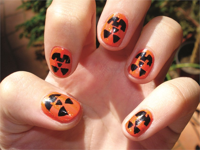 9 Simple and Easy Halloween Nail Art Designs 2020 | Styles ...
