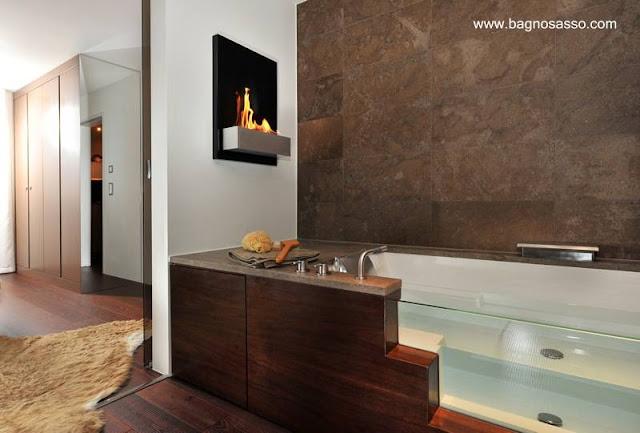 Baño residencial con madera, confort y lujo