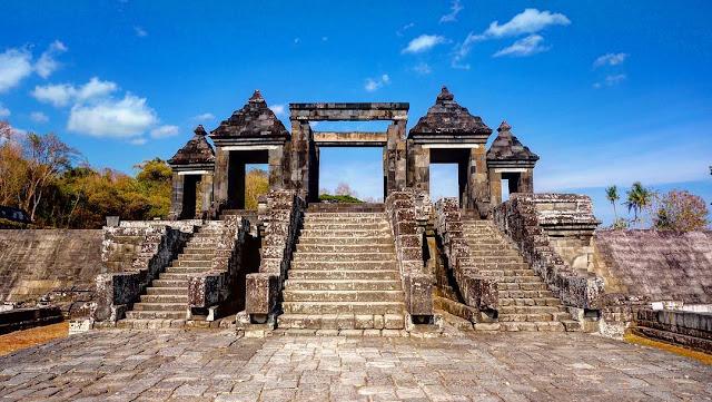 Liburan tour wisata ke Candi Ratu Boko Yogyakarta | Harga tiket, alamat, foto