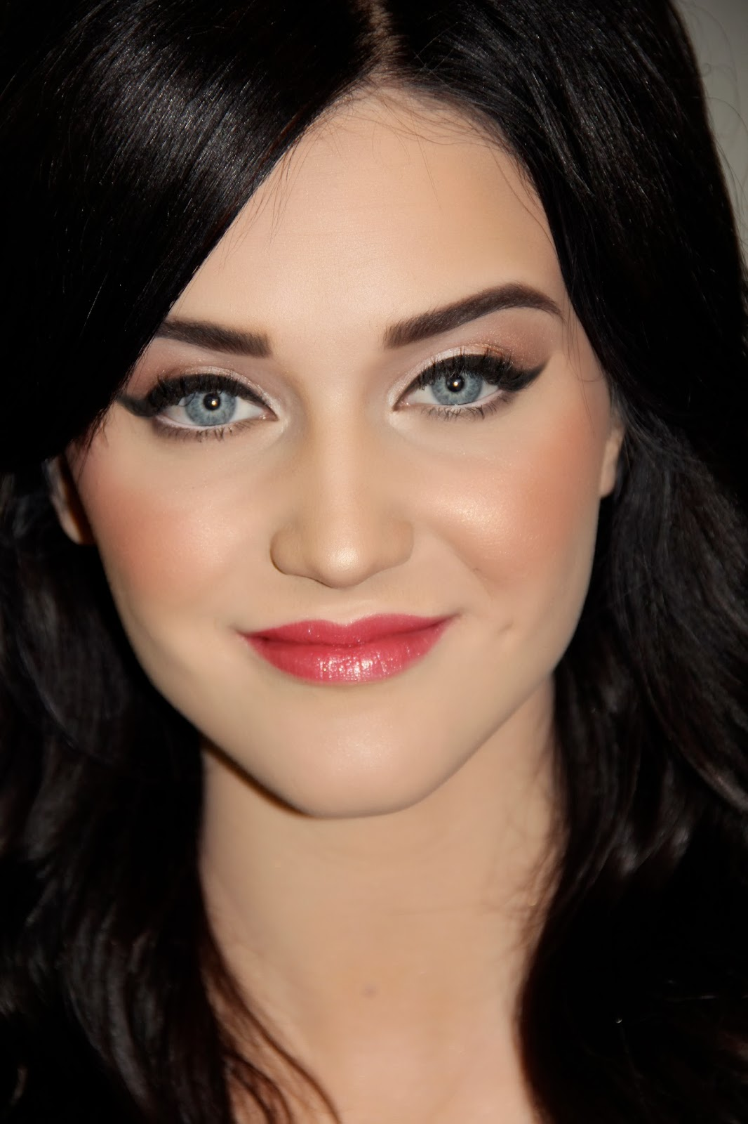 makeup for brown eyes and brown hair and pale skin