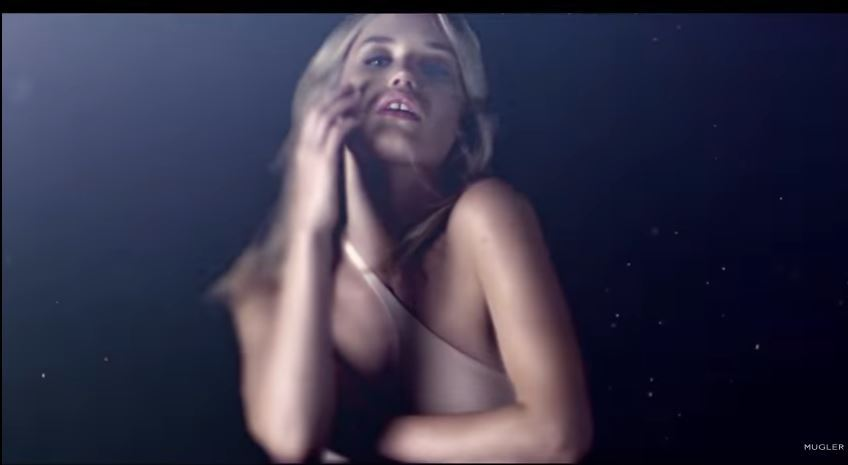 Modella testimonial Thierry Mugler pubblicità Angel Muse the making of