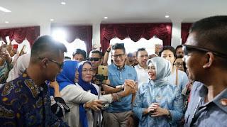 Calon Wakil Presiden, Sandiaga Uno bersama istri, Nur Asia hadir dalam acara Seminar Nasional Wirausaha, Ciptakan Pengusaha Milenial Masa Depan, di Graha Mandala Alam, Selasa, (9/10/2018).