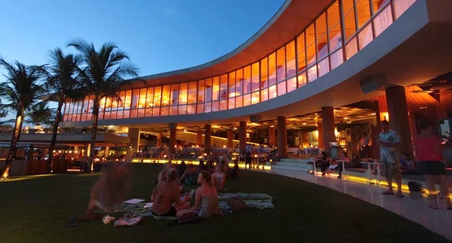 Menikmati malam di Potato head adalah salah satu kegiatan paling seru selama di Kuta Bali