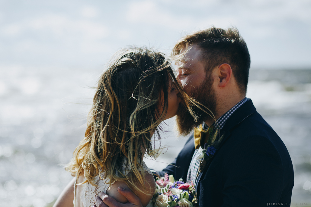 pirmais kāzu skūpsts первый поцелуй